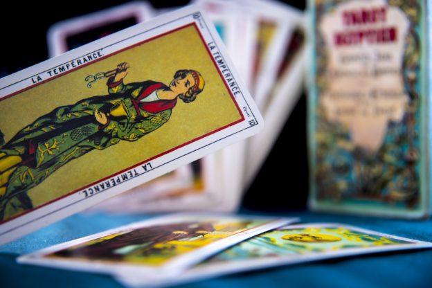 kojarzenie kart tarota darmowy serwis randkowy dla samotnych pań