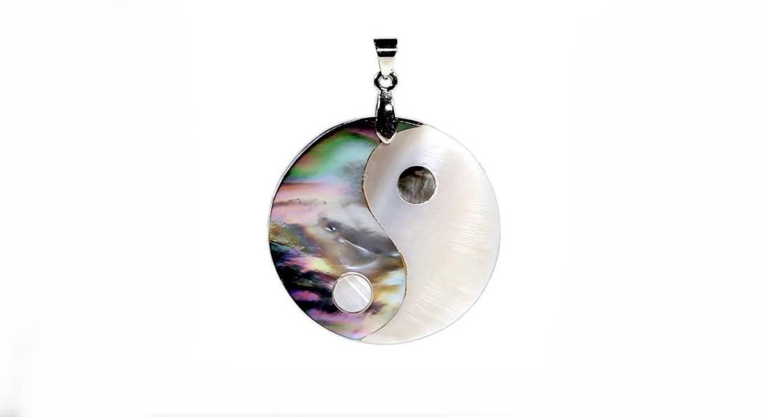 Wisiorek Yin i Yang z masy perłowej